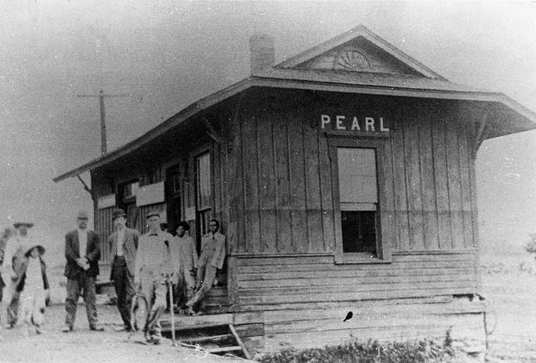 Historic photo of the railroad station at Pearl, Missouri
